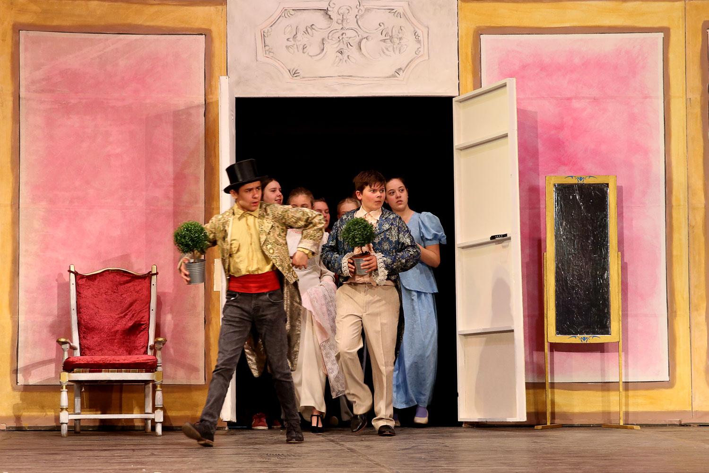 le théâtre, une activité pédagogique à l'école Steiner Waldorf
